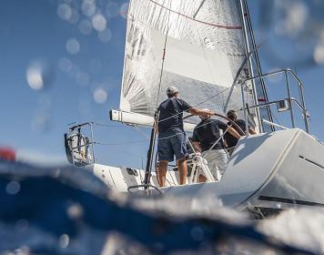 Boots-Insassenunfallversicherung: Crew beim segeln