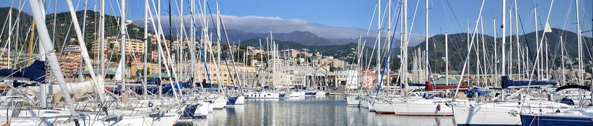 Boots-Kaskoversicherung: Segelboote gesichert im Hafen von Porto