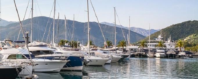 Yacht-Beschlagnahmeversicherung: Segelboot beschlagnahmt und festgeknotet