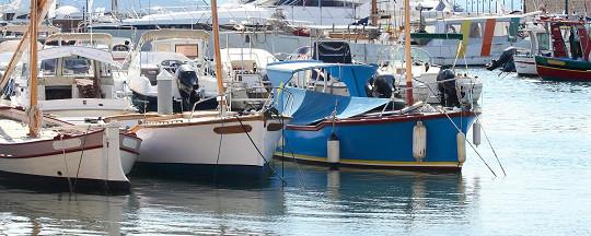Bootsversicherungen: Segelboote sicher im Hafen