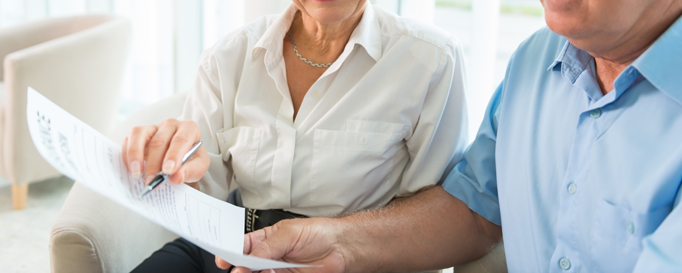Charter-Folgeschadenversicherung: Personen betrachten Vertrag