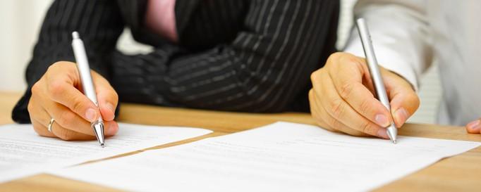 Unterzeichnen eines Crewvertrags