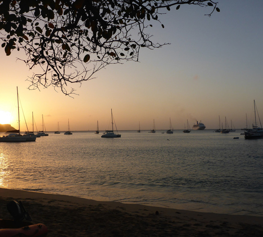 Eine Bucht im Sonnenuntergang