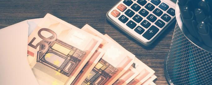 Yachtcharter Kosten: Geldscheine