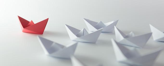 Segelmanöver Mann über Bord: Papierschiffe