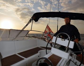 Markus Silbergasser an Bord seiner SY Nambawan