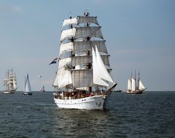 Traditionsboot auf See: Mit dem Sportseeschifferschein segeln