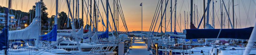 Reiserücktrittsversicherung: Segelboot bleibt im Hafen