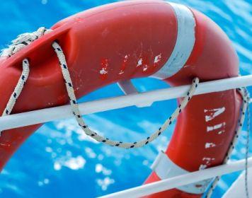 Hilfsmittel zur Sicherheit auf dem Wasser