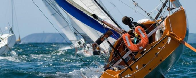Risikolebensversicherung: Segelboot kurz vor dem Kippen