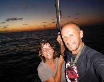 Sabine & Joachim Sonnenuntergang auf See
