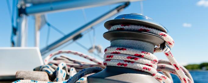 An Deck eines Segelboots