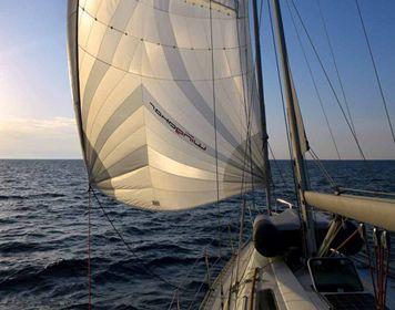Segelboot auf dem Meer