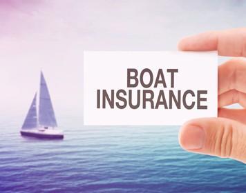 Versicherungskarte vor Segelboot