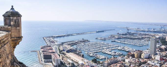 Segeln Alicante: Hafengelände aus Vogelperspektive