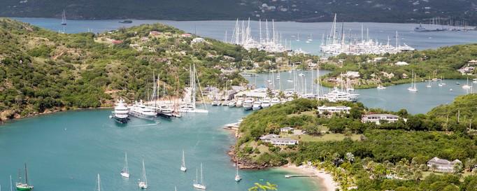 Segeln Antigua: Hafen zwischen Inselübergängen