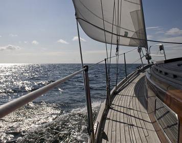 Boot segelt auf der Nordsee