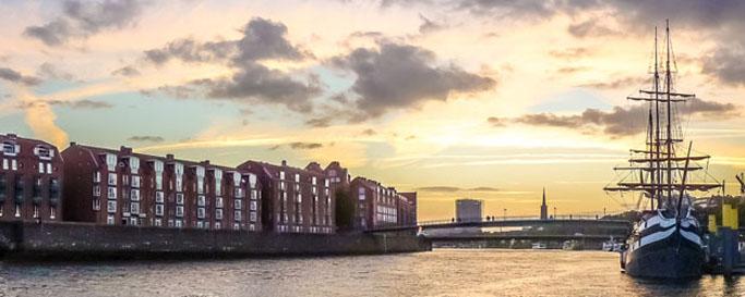 Segeln Bremerhaven: Hafen bei Sonnenuntergang