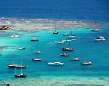Segeln Karibik: Segelyachten bei den Grenadinen