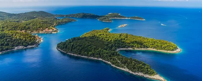 Segeln Kroatien: Grüne Inseln in strahlend blauer See