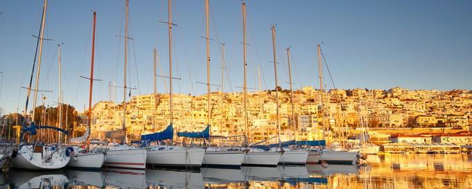 Segeln Mittelmeer: Segelboote im Hafen