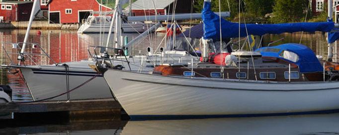 Segeln Schweden: festgemachte Segelboote