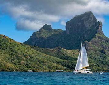 Segelschiff vor der Insel Tahiti
