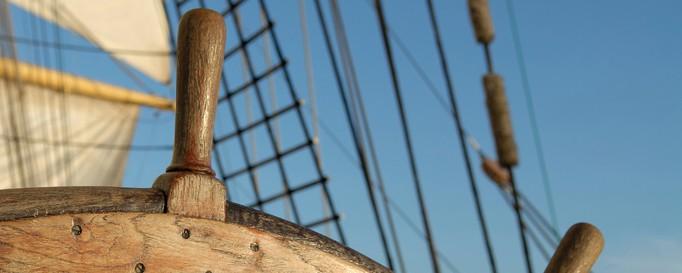 Steuerrad: Navigieren beim Segeln