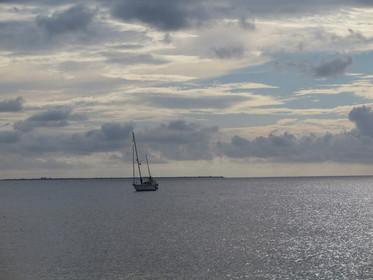 Die SY Mouza auf dem Meer