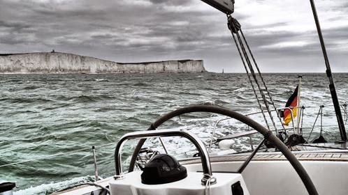 Die SY Victoria vor der englischen Küste