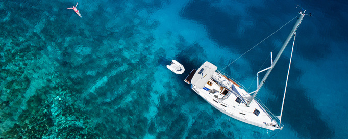 Segeln Toskana: Segelboot aus Vogelperspektive