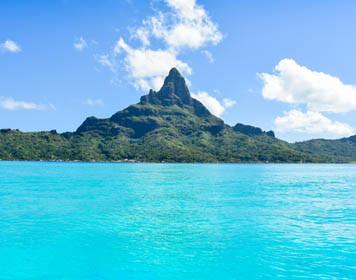 Segeln vor der Insel Bora Bora