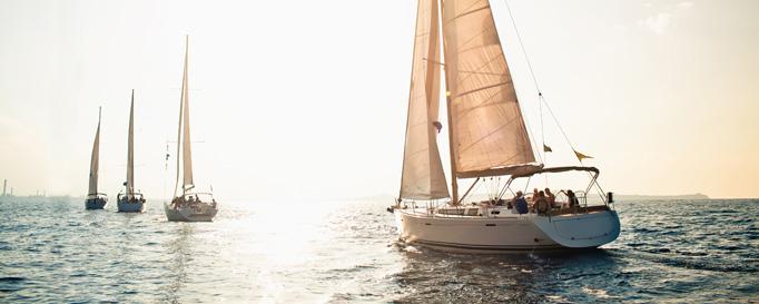 Unterwegs: Vier Segelboote auf Kurs