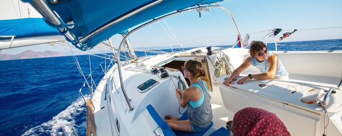 Vorbereitung für den Segeltörn: Familie an Bord