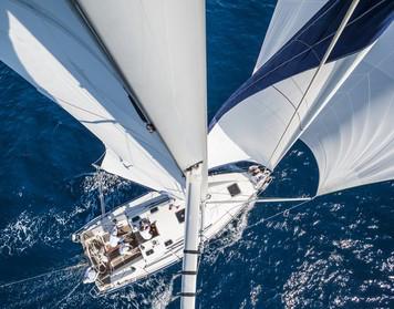 Prüfung zum neuen Sportbootführerschein: Segelyacht auf dem Wasser