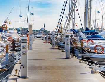Yacht-Rechtsschutzversicherung: Bootssteg im Hafen