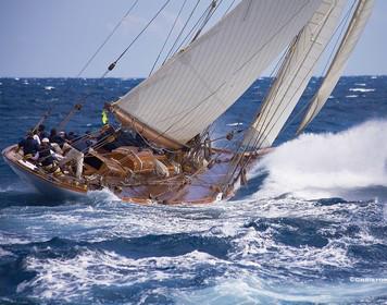 Segelboot in rauer See: Dank SBF See gerüstet für alle Situationen